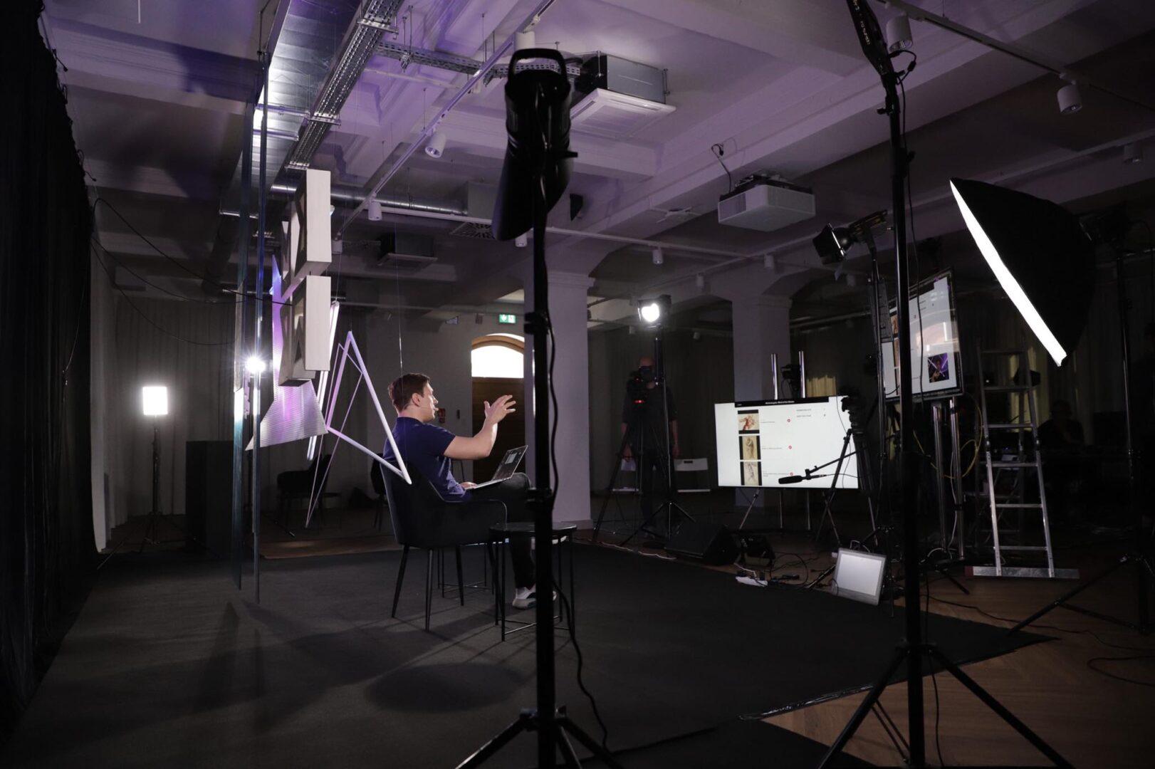 Wojtek Kardyś podczas prezentacji.